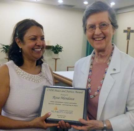 Rosa Mendoza receives the 2013 CHM Peace & Justice Award